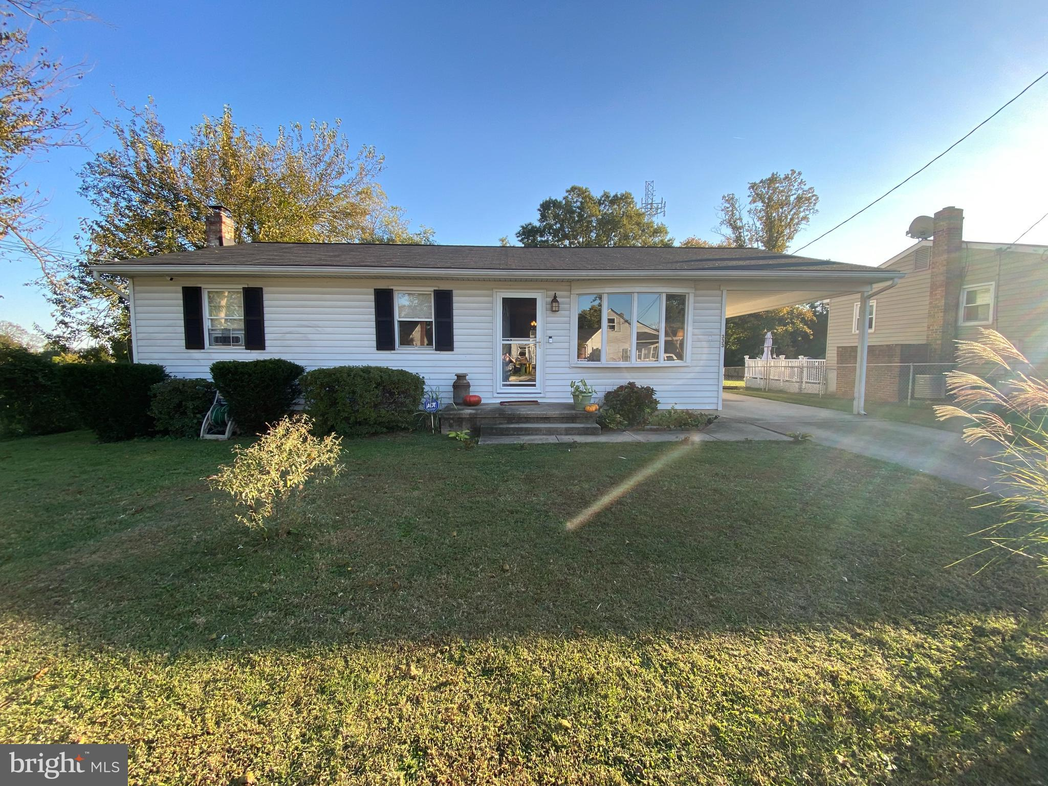 Picture perfect rancher with  amazing fully fenced backyard! Fully renovated kitchen with updated ca