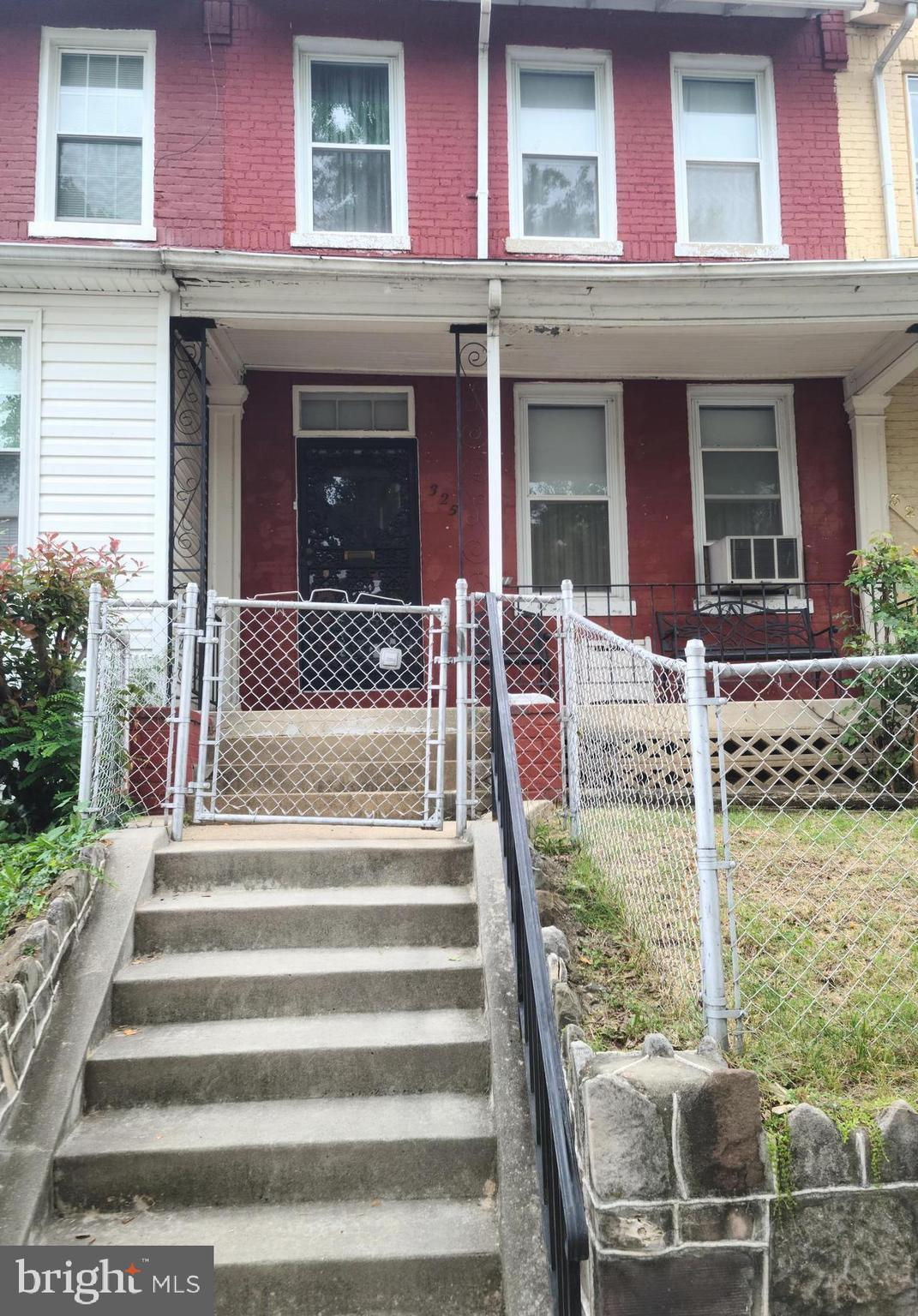 Estate Sale! Investor alert! This 2 bedroom and 1 bath home in Capitol Hill needs your investor touc