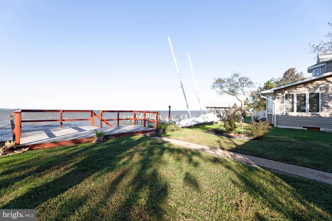 Waterfront!  Waterfront!  Waterfront!  Enjoy gloriously beautiful sunsets on the water!  This is a g
