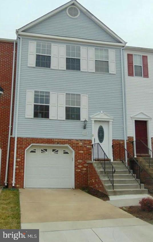 LOCATION, LOCATION, LOCATION! Minutes to shopping & Quantico Marine Corps Base, this 3 level town ho