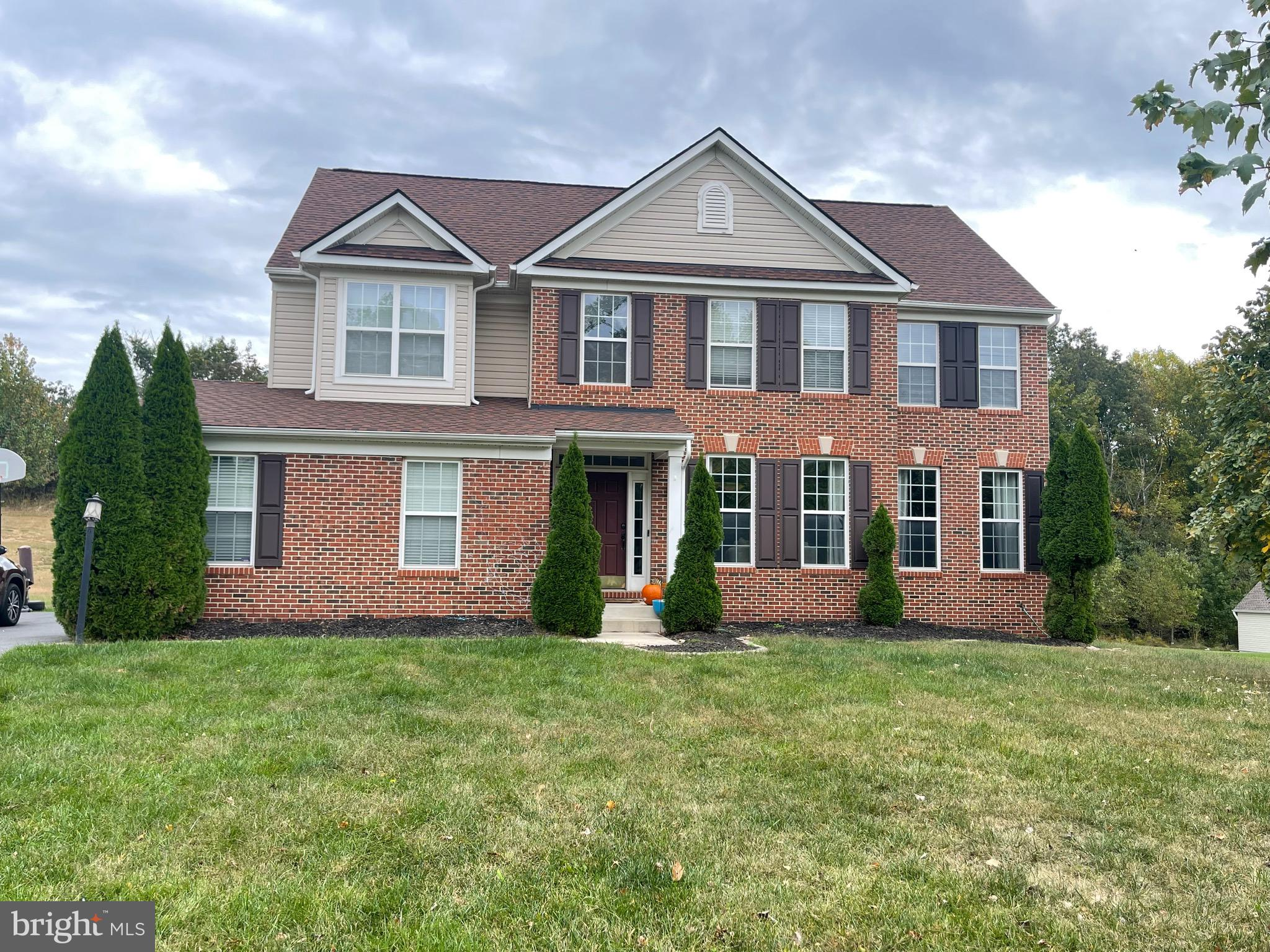 **SHORT SALE** Come see this 4 bedroom, 3 full bathroom Colonial on 1/2 acre lot. 2 story foyer. Ful