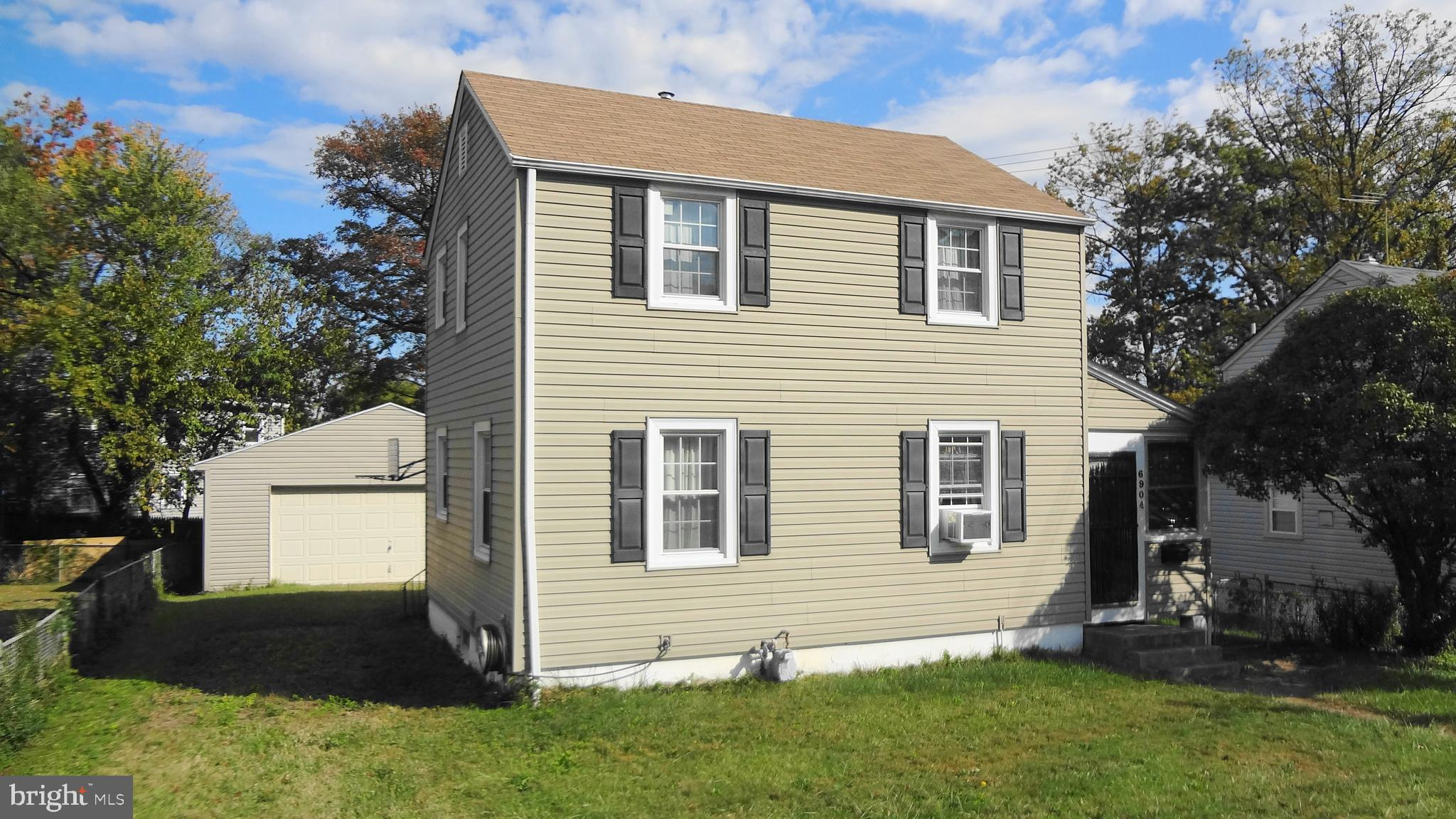 INVESTOR SPECIAL! AS-IS, CASH ONLY! NO HOA! Better hurry! Charming 3 bedroom, 1 full bath, colonial