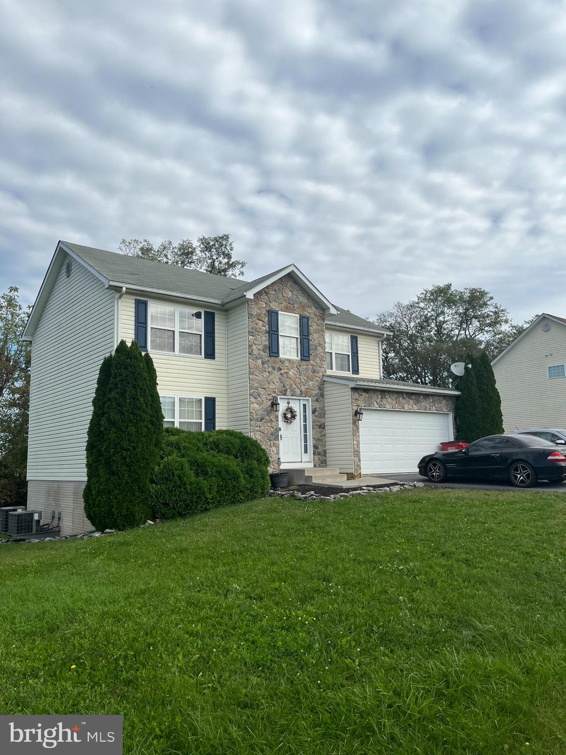 Gorgeous 2 story single family home. Stone front Located in great commuter area. 4 Bed # Bath -  Enj