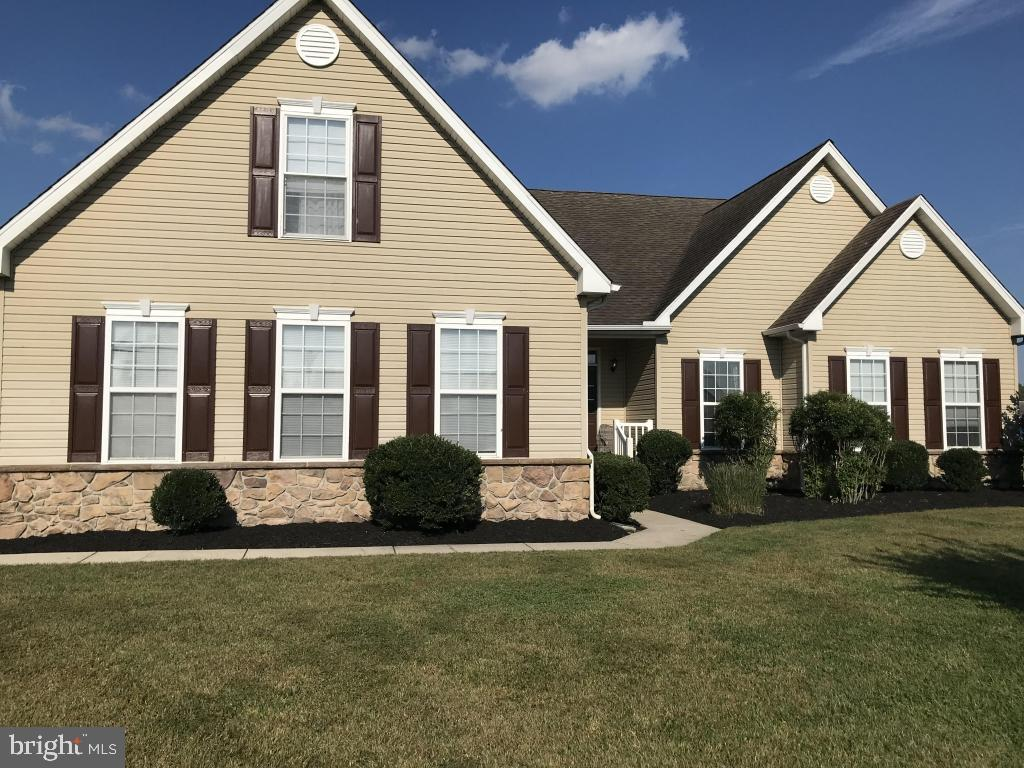 Beautiful open space home with 4 bedrooms and 3 full baths. 3 bedrooms on main floor with fourth ups