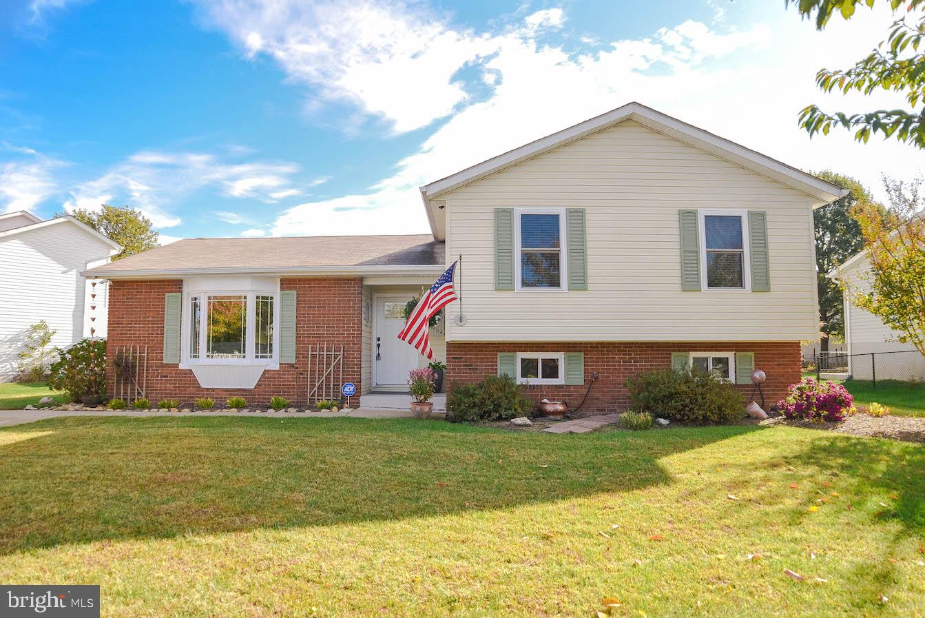 Beautiful neat and clean move in ready split level!! 3 finished levels.  3 bedrooms and 3 full baths