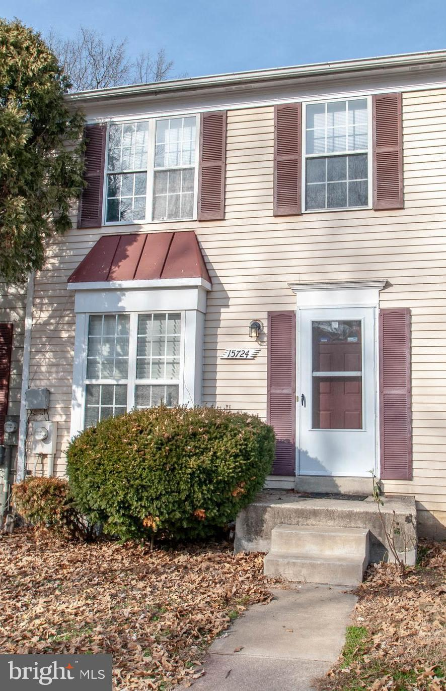 PLEASE COME AND SEE THIS TOWNHOUSE THAT HAS IS ALL! BASEMENT W/FULLY FINISHED WALK OUT BASEMENT W/ F