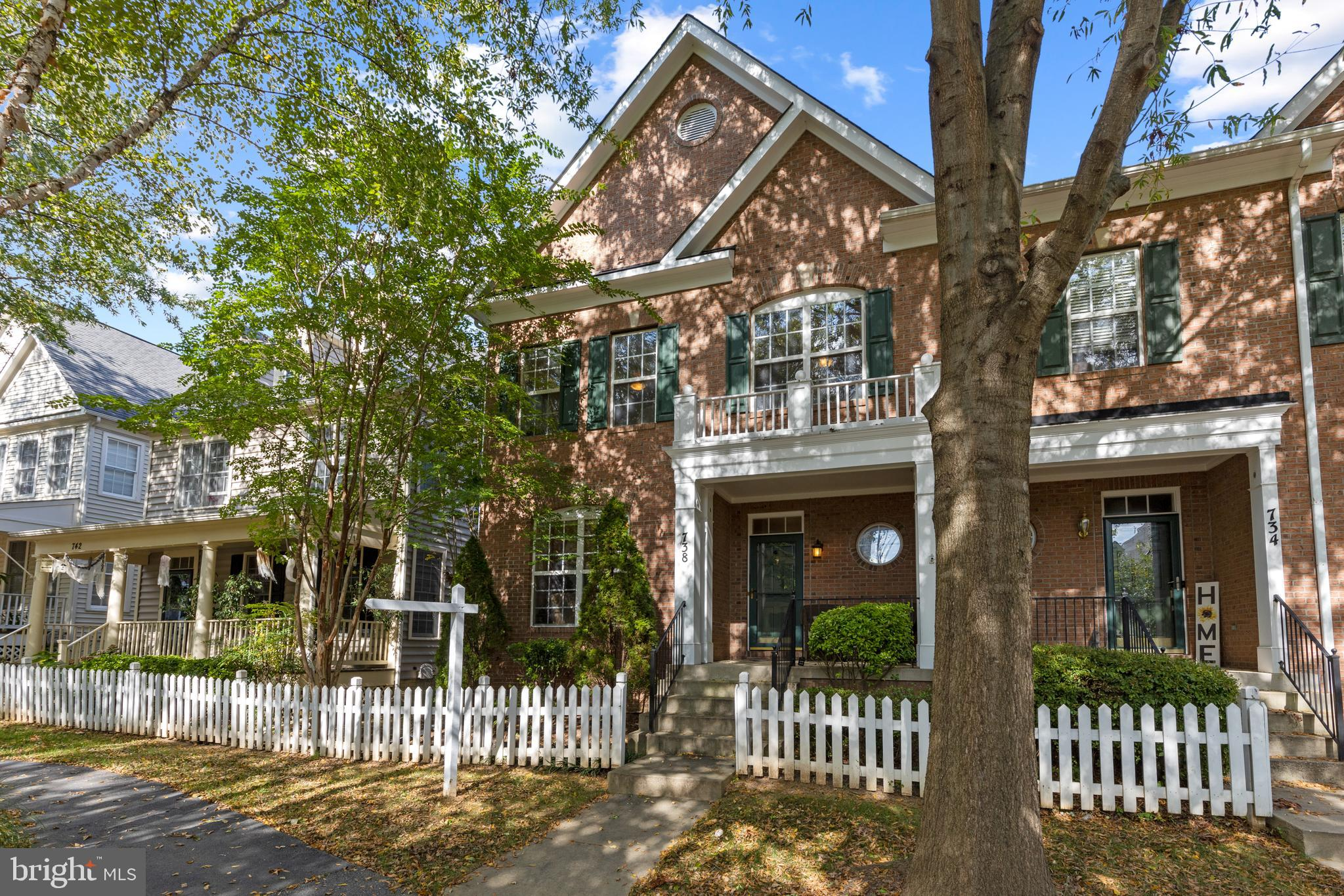 This stunning Duplex-Style Single Family home, located in the much sought-after Quince Orchard Park,