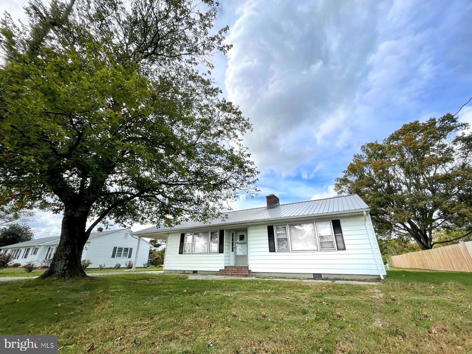 If you are Downsizing, or looking for a starter home, Check out the Charm in this one! Hardwood Floo