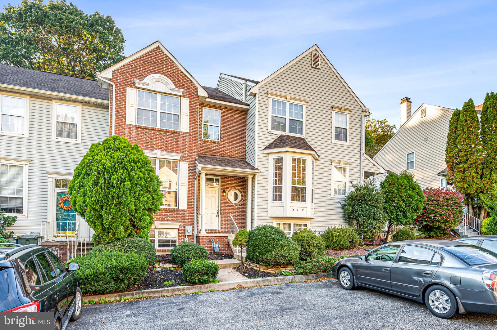 Just remodeled!! Wonderful 3 bedroom 2.1 bath townhome in the sought after community of Northpointe.