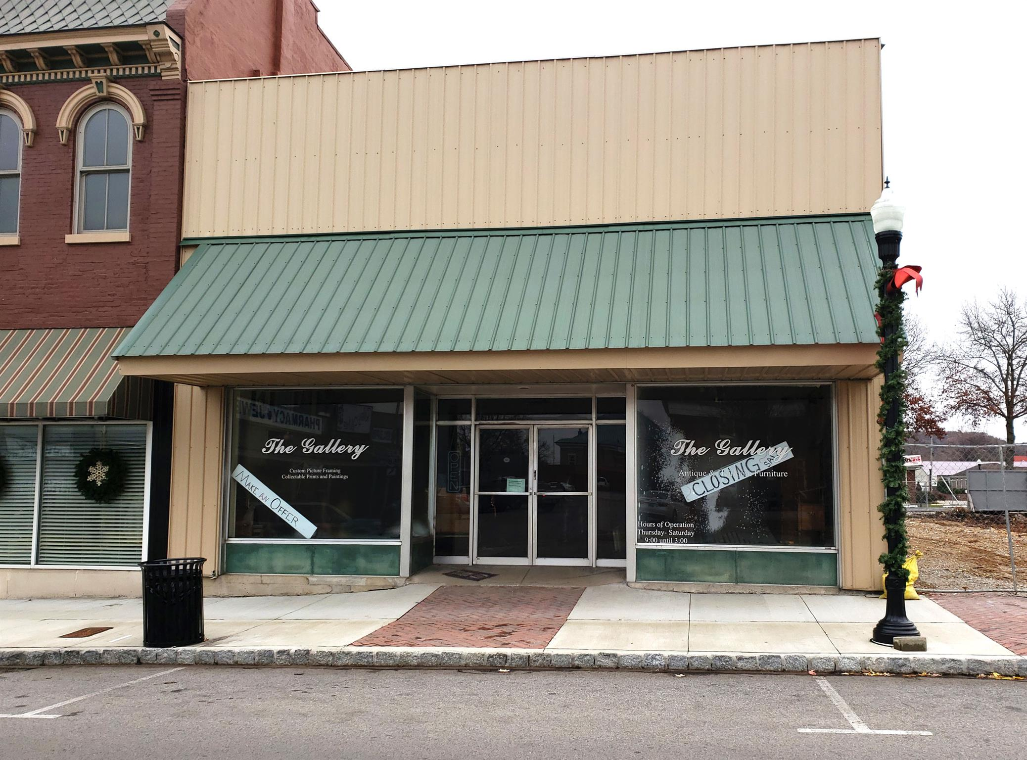 PROPERTY HAS 4000 SQ. FT. ON MAIN FLOOR AND 3000 SQ FT IN BASEMENT/GREAT OPPORTUNITY FOR A RETAIL SHOP, RESTAURANT, OFFICE OR OTHER BUSINESS/PROPERTY IS IN A GREAT LOCATION NEXT TO THE NEW HOTEL UNDER CONSTRUCTION/SELLING AS-IS, WHERE-IS