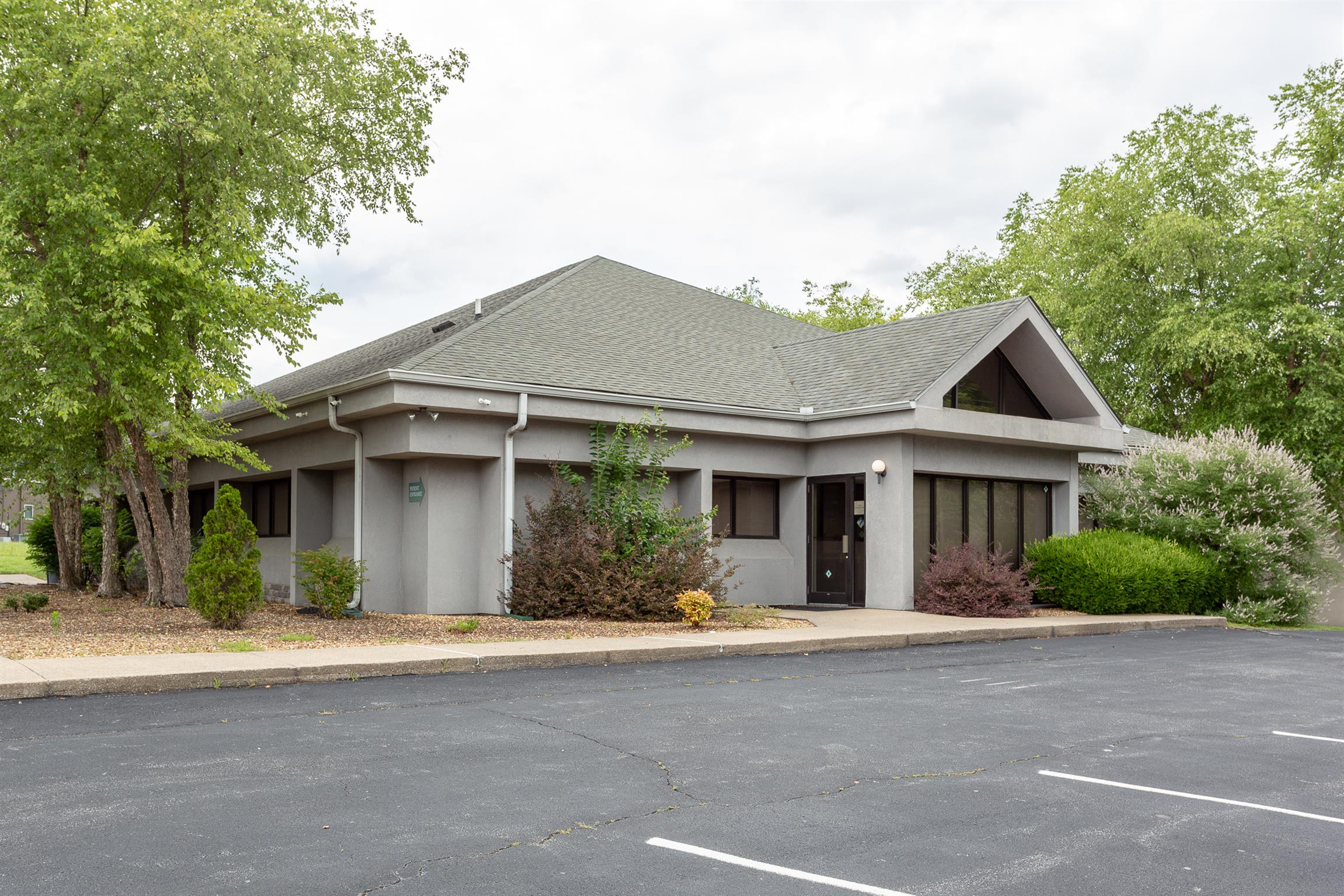 MULTI-PURPOSE BUILDING CURRENTLY HOUSES CLARKSVILLE PSYCHOLOGICAL SERVICES/ALSO HAS ADJOINING PARCEL AND SERVICE ROAD TO MADISON ST/32 PARKING SPACES/TILED ENTRY FOYER/30X13 WAITING ROOM/GLASSED RECEPTION AREA/10 OFFICES/4 BATHS/KITCHEN/CONFERENCE ROOM/SECURITY SYSTEM/2 GAS FURNACES/BUILDING IN EXCELLENT CONDITION