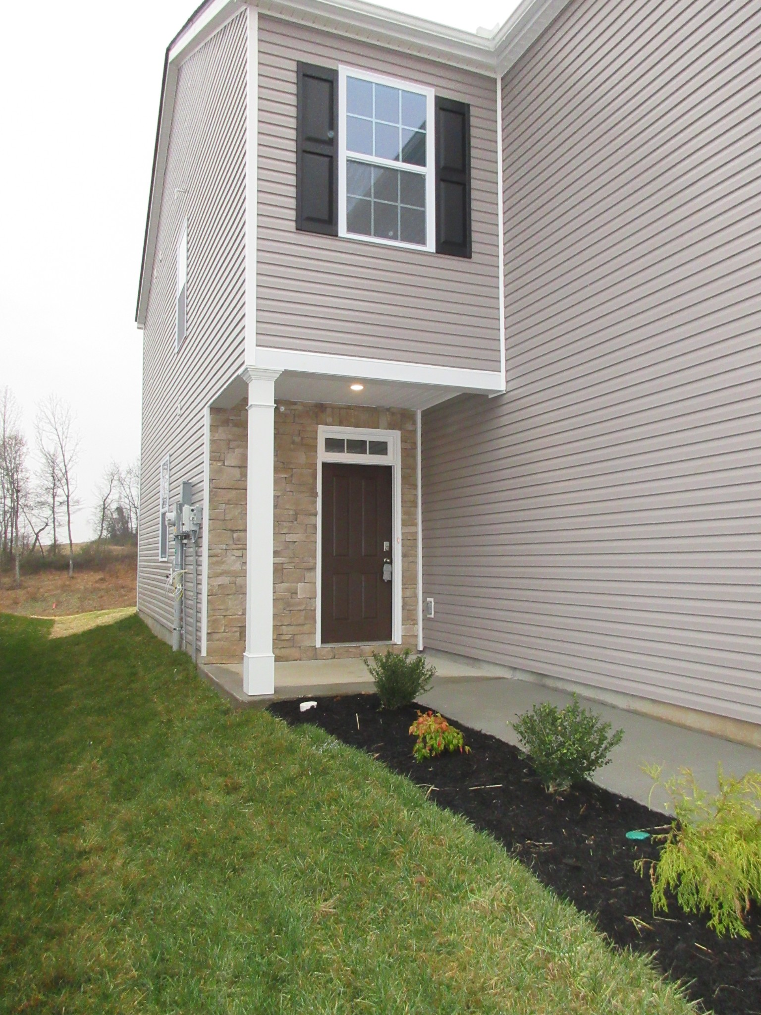 Beautiful Open concept home has, 4bd rooms 2.5 baths, 2 car garage; Granite counters tops in the kitchen; stainless steel appliances, great space for entertaining; Smart home capability, recessed lighting through out the home. Massive shower and Dbl vanities master bath.  Ample storage. Minutes  to I24: Easy commute to Nashville