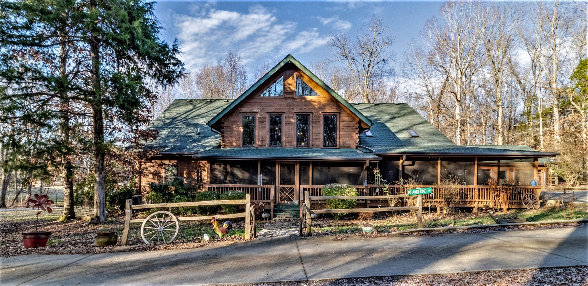Luxury log home on over 20 acres, mixture fenced pasture, woods, 40x90 commercial barn, 26KW generat