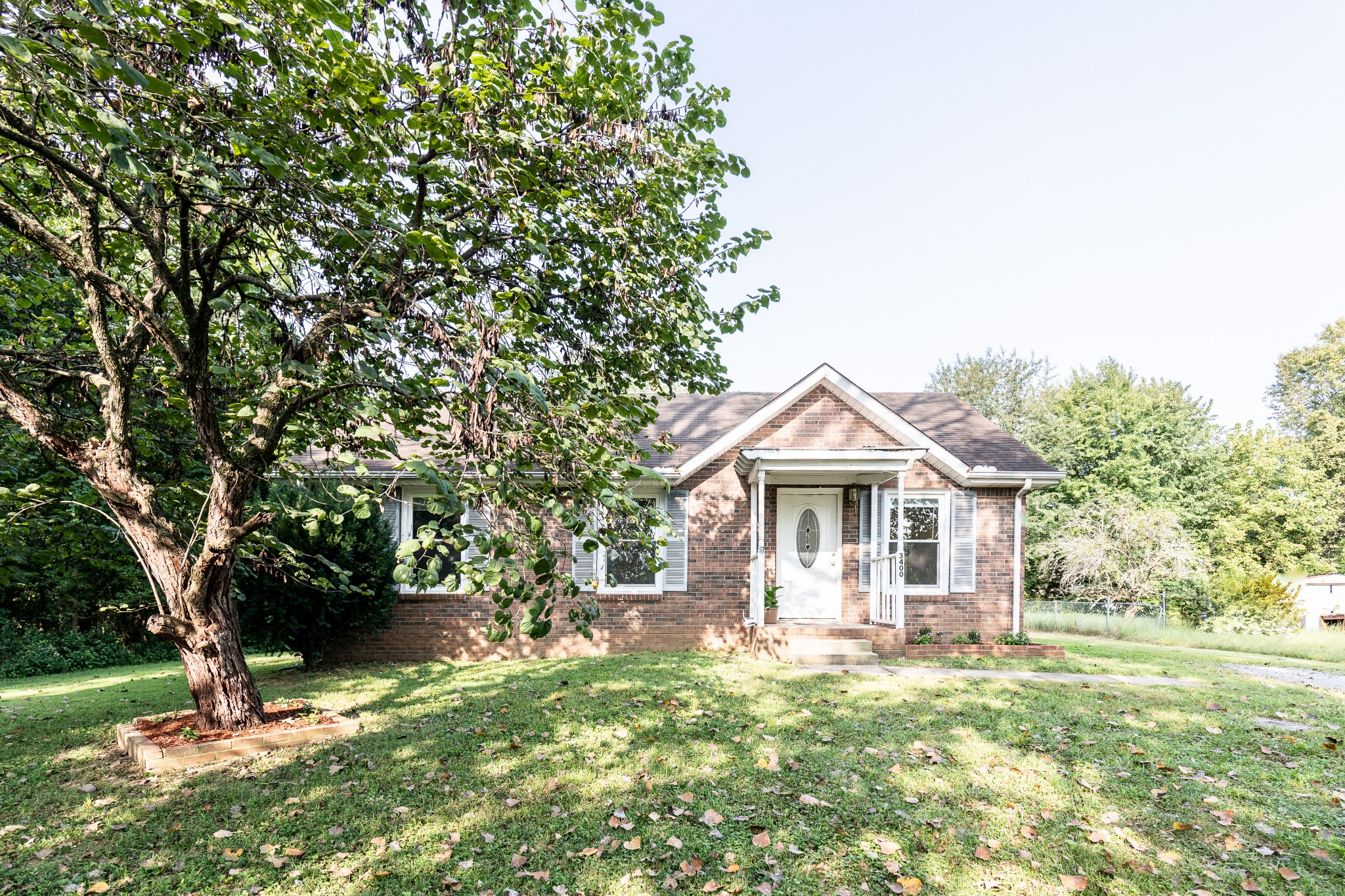 *Multiple Offer ALL offers due by 9/19 4:30 pm* Adorable All Brick Ranch w/ Spacious Great Room - Dining Kitchen Combo - Bay Window w/ Storage Nook - Freshly Painted, New HVAC, Laminate Floors, New Windows - Great Location, Quick Access to I-24 & close to Ft. Campbell