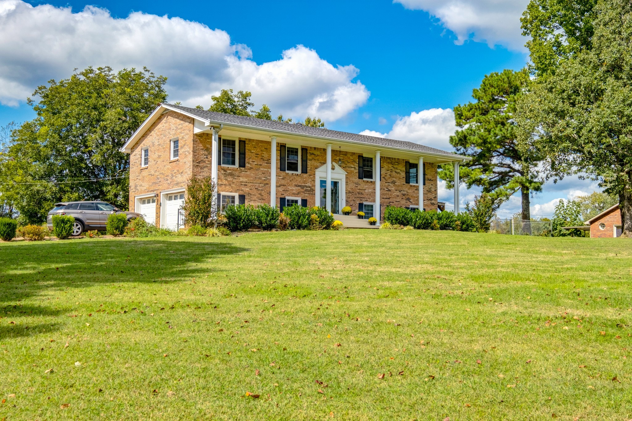 All brick home with fully finished walkout basement - with kitchen, Fully enclosed sunroom, double d