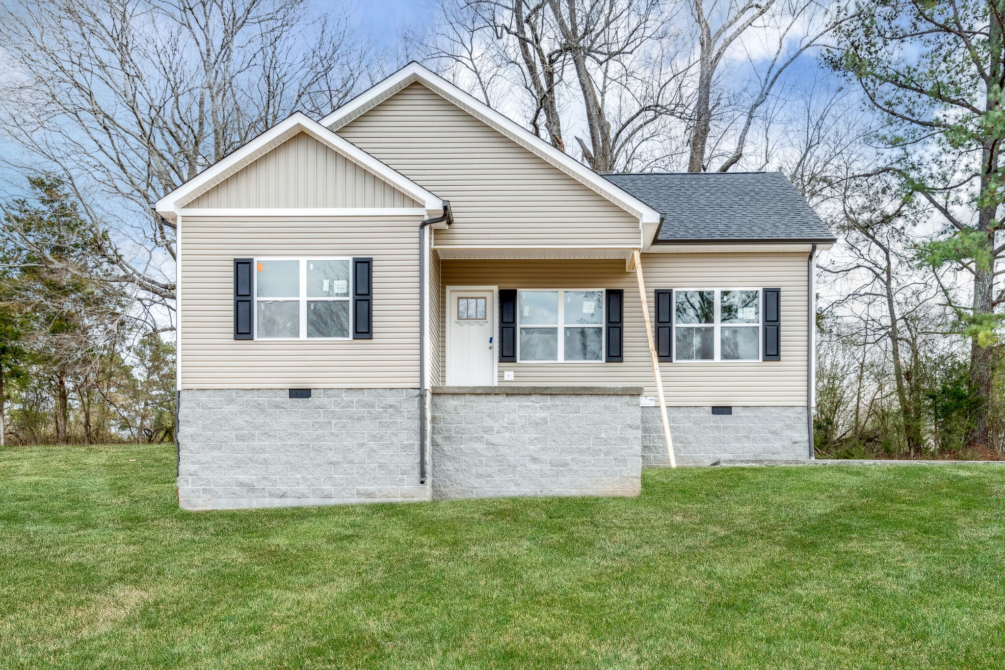 BRAND NEW HOME!!! ***HARDLY ANY INVENTORY IN THIS PRICE RANGE***Situated on 1.11 Acre+/- Lot*ALL ONE