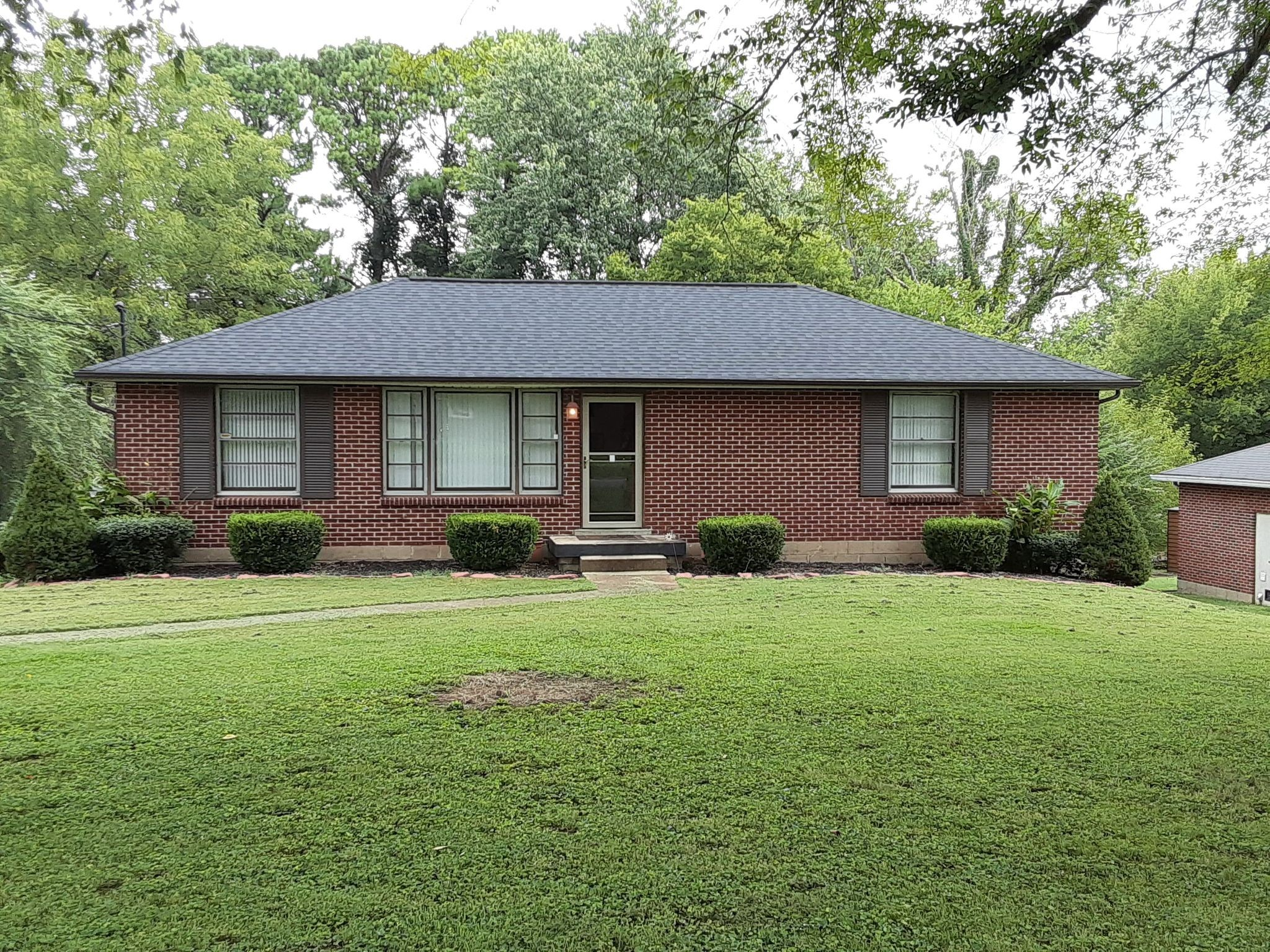 Well-maintained brick home in East Nashville. Gorgeous yard. Made for entertainment!! Walking distance to YMCA, South Inglewood Park, Babo's Korean Bar and minutes from downtown. The interior is waiting on your personal touch! Home is being sold AS IS!!! Inspections are welcome for buyer info only.