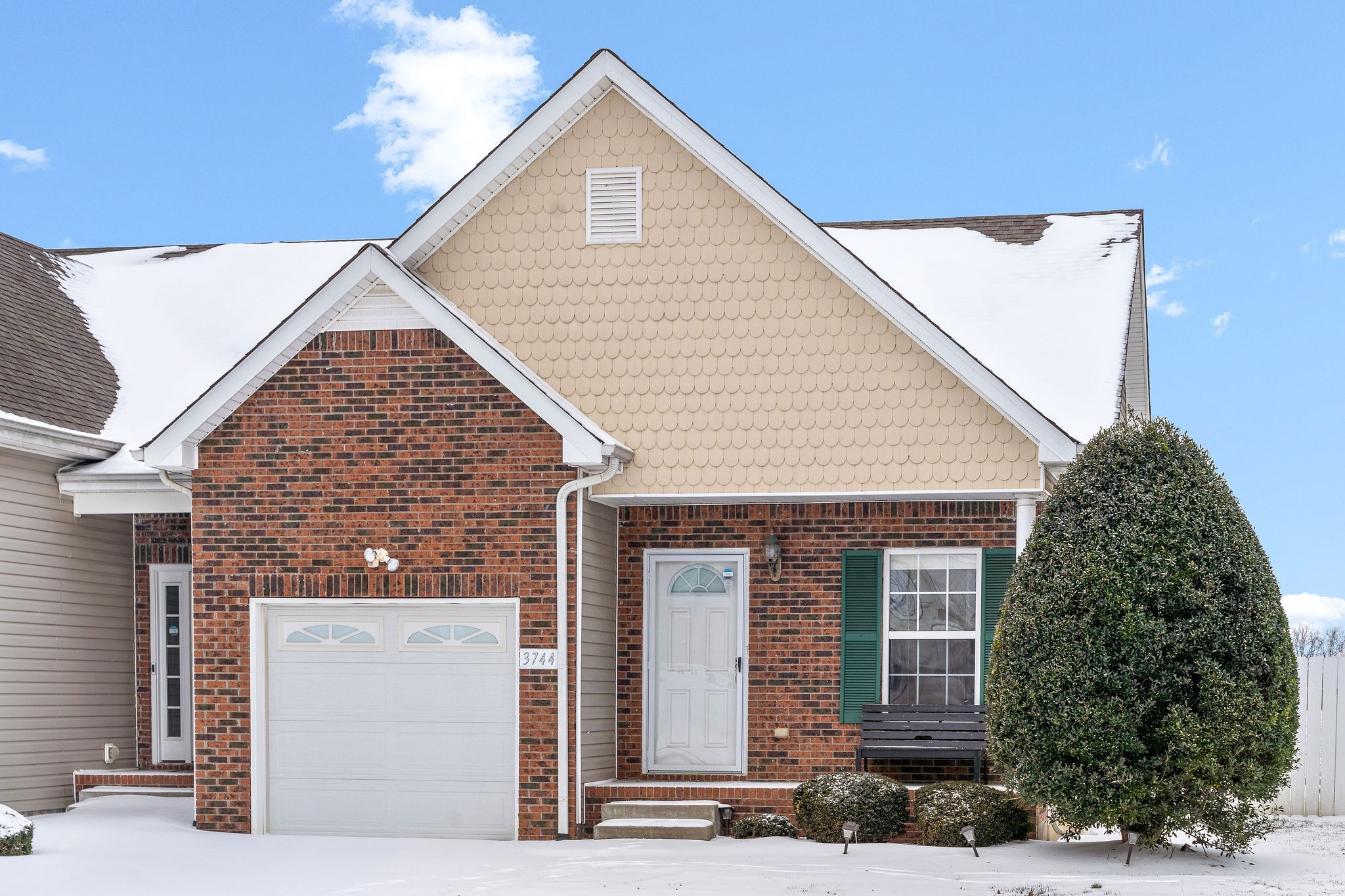 Check Out This Open Concept Home w/9 Foot Ceilings ~ HVAC, Carpet, Microwave, Dishwasher All less than 18 Months Old ~ Pergo Flooring in Living Room and Hall ~ Conveniently Located Near Exit 1 on I-24 - Private Side Patio - No Backyard Neighbors - All Appliances & Bedroom Curtains Convey - PUD Community