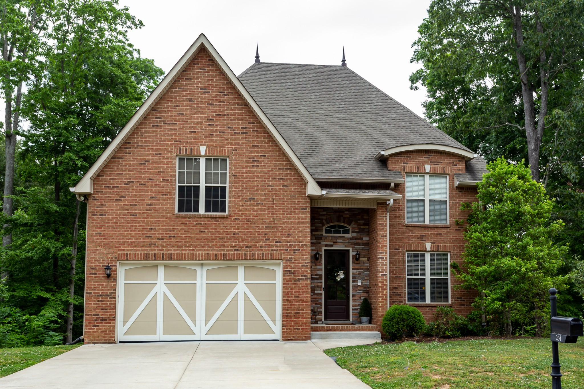 MAGNIFICENT ALL BRICK 4 BEDROOM HOME WITH HUGE BONUS ROOM. HARDWOOD THRUOUT 1ST FLOOR WITH CARPET IN BEDROOMS. OPEN FLOOR PLAN. 2 BEDROOMS ON EACH LEVEL. GOURMET EAT-IN KITCHEN. MASTER SUITE HAS FIREPLACE, WET BAR, HUGE WALK-IN CLOSET. 2ND FLOOR LOFT OVERLOOK. BONUS ROOM CAN BE 5TH BEDROOM. NO HOA. NO BACK YARD NEIGHBORS. 2100 SQ FT UNFINISHED BASEMENT FOR EXPANSION. LOTS OF CUSTOM EXTRAS.