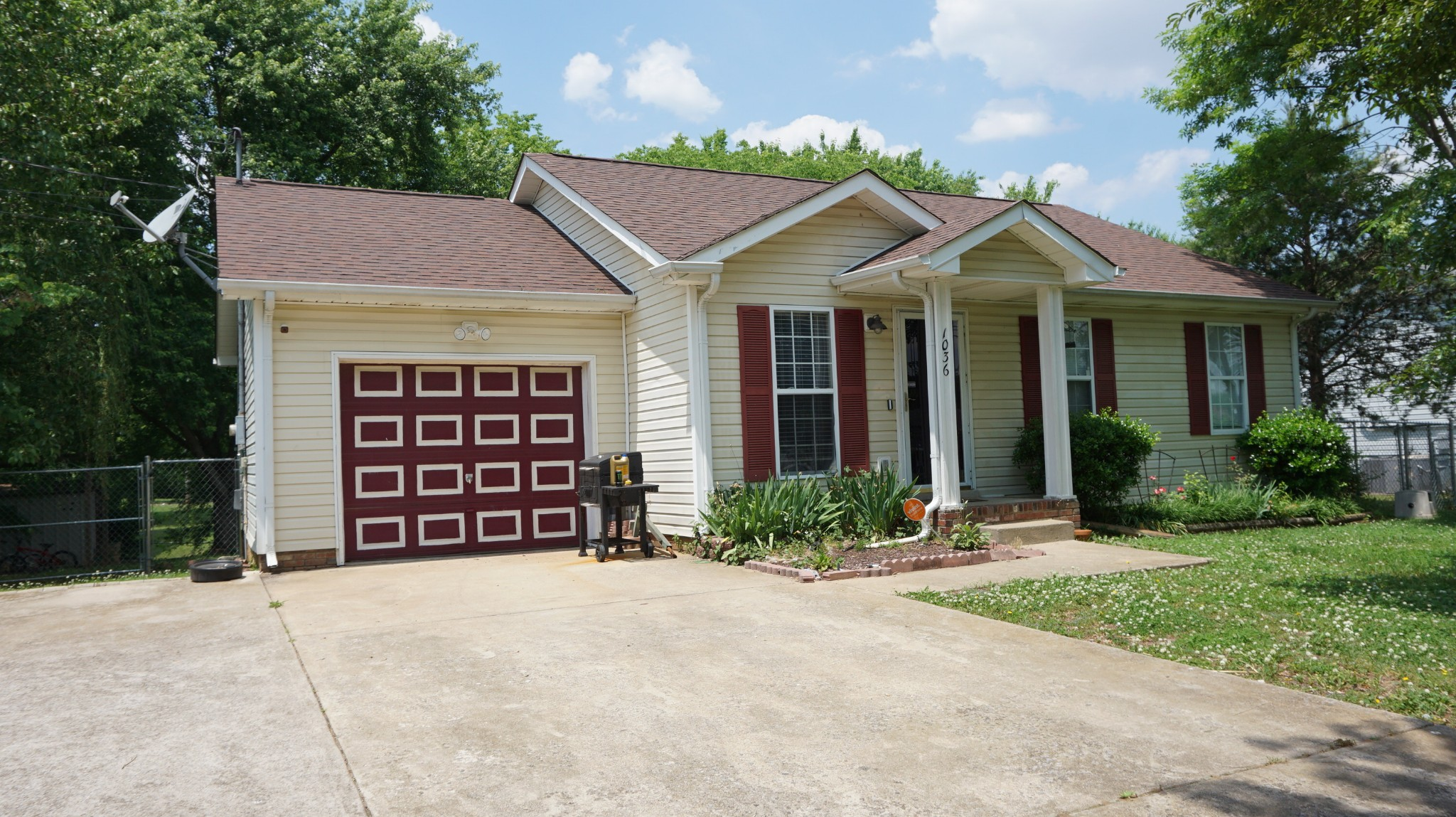 NICE RANCH HOME WITH ONE CAR GARAGE. FEATURES 3 BEDROOMS, 1.5 BATHROOMS. STORAGE SHED. EASY ACCESS TO I-24 AND CLOSE TO FORT CAMPBELL.