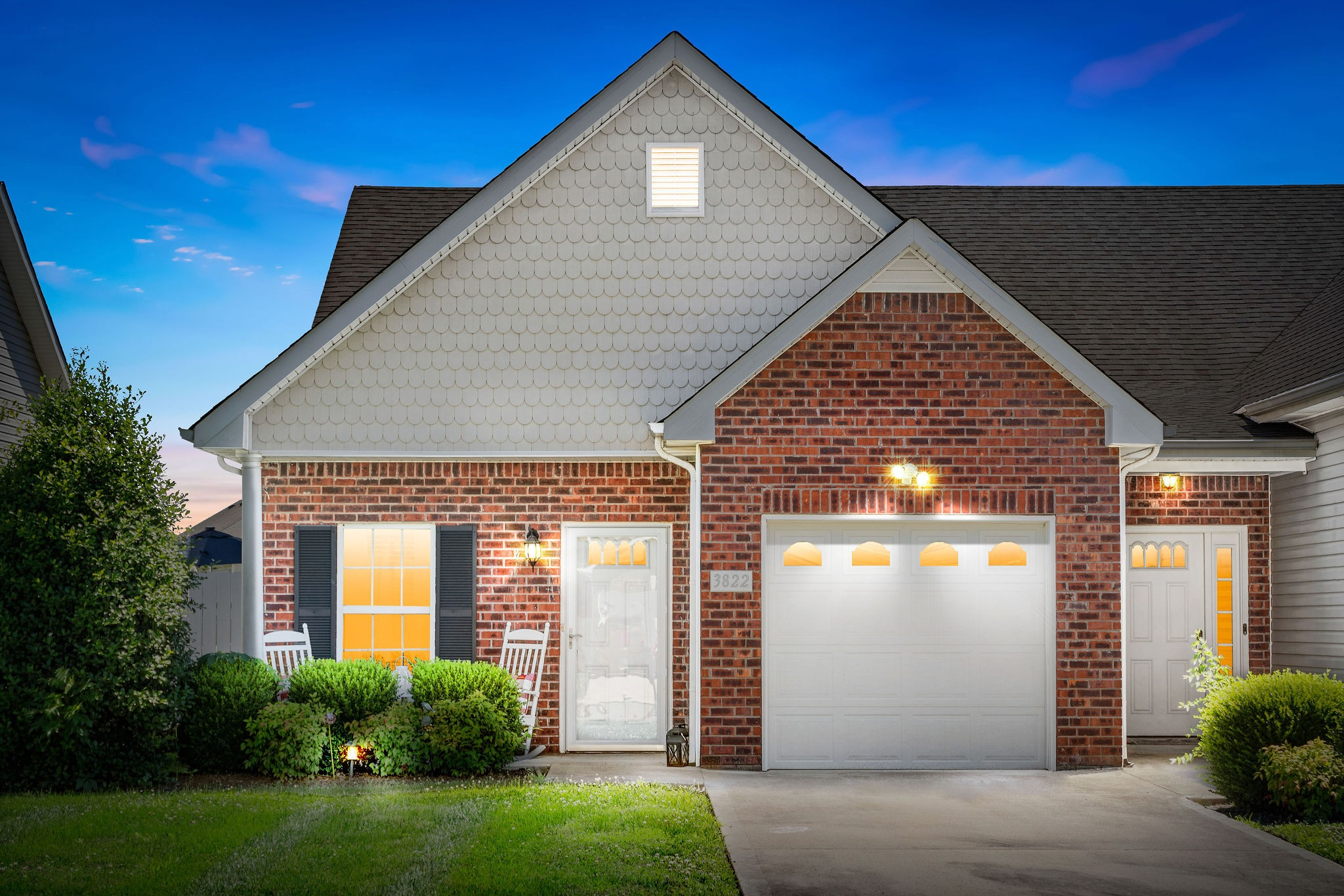 Welcome Home! 2 Bedrooms & 2 Bathrooms - 1 Car Garage - Master with Jetted Tub & Huge Walk in Closet - Granite in Kitchen - Private Patio - Open Green Space - New HVAC in 2020 - Easy Access to Exit 1 off I-24! Great Investment!
