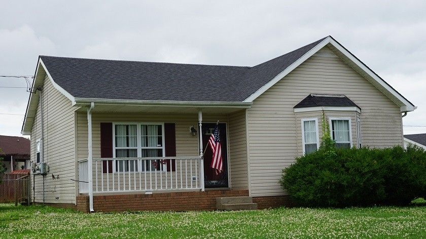 RANCH HOME CLOSE TO FORT CAMPBELL. FEATURES 3 BEDROOMS, 2 FULL BATHS, FENCED BACK YARD.TEXT ME WHEN YOU SEND AN OFFER. HIGHEST AND BEST DUE BY 6/162021 AT 4:00PM