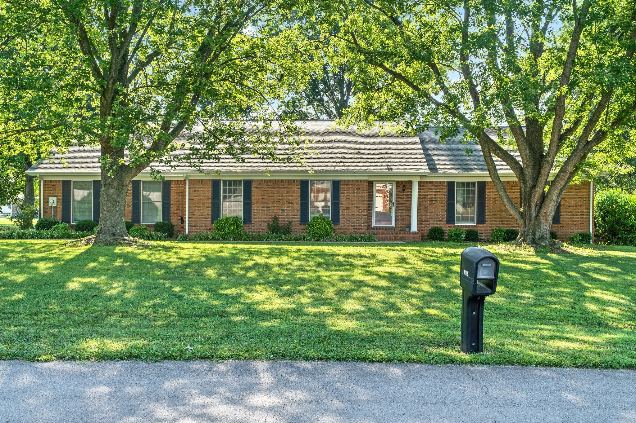 Not finding what you're looking for in TN?  KY is just what the Dr. ordered, peace and tranquility in this lovely ranch style home in a great neighborhood!  If you've been looking for a place to call home look no further.  This 3bdr 2.5 bath home sits on .62 acres, and with over 2200 sqft it has room for days!  Formal dining, great room w/ FP, Kitchen w/plenty of cabinet space, eat in breakfast area, Laundry room, 2 car garage and lots of storage!  Don't sleep on this one it will be sold fast!