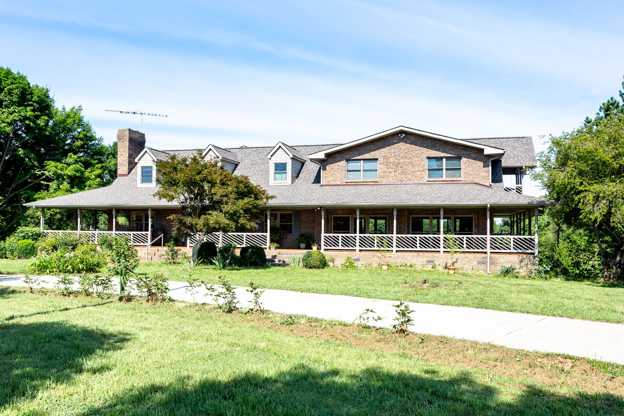 SPACIOUS BRICK HOME ON 5 ACRES IN THE COUNTRY/ALMOST 4800 SQ. FT. ABOVE GROUND PLUS FINISHED BASMENT THAT CAN BE AN EFFICIENCY SUITE/MASSIVE 48 FT COVERED DECKS ON BOTH LEVELS/ALL HARDWOOD AND TILE FLOORS WITH VINYL IN BASEMENT/STOCKED POND/NO HOA/5 MINUTES TO BOAT RAMP ON THE CUMBERLAND/NEW ROOF IN 2019/CIRCLE DRIVE WITH COBBLESTONE DESIGN AND DRIVEWAY SECURITY ALARM/20 MINUTES TO RIVERSIDE DRIVE