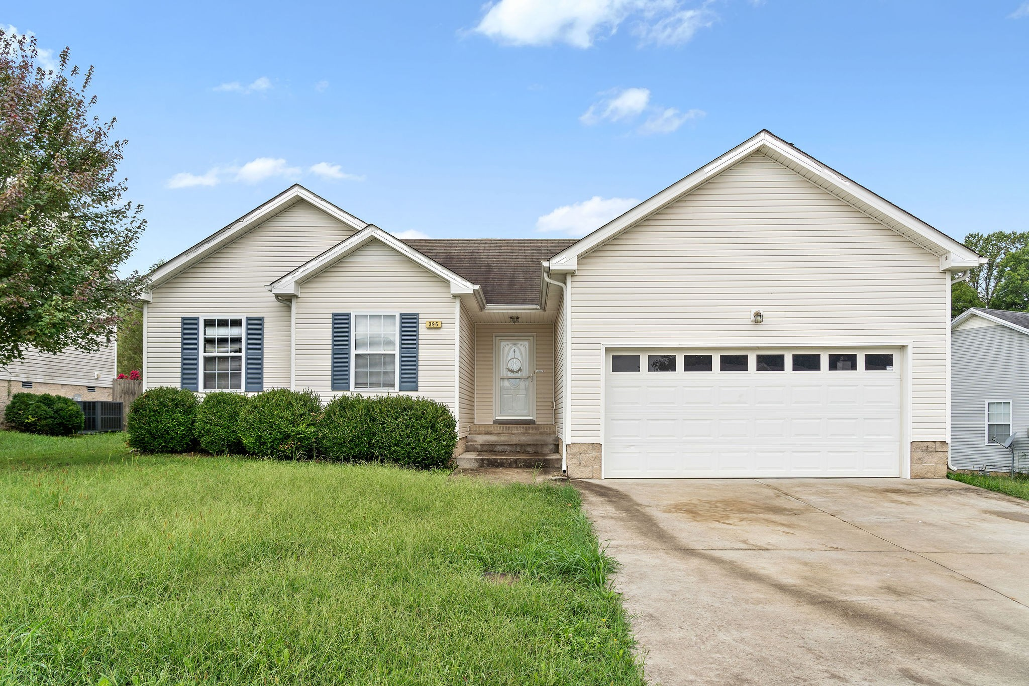 Ranch home located in cul-de-sac with large fenced in yard, wood burning fireplace and vaulted ceilings. Home has walk-in closets, eat-in kitchen with pantry, under ground utilities and much more. Home has been freshly painted.  Home is close to Ft. Campbell, shopping and restaurants.