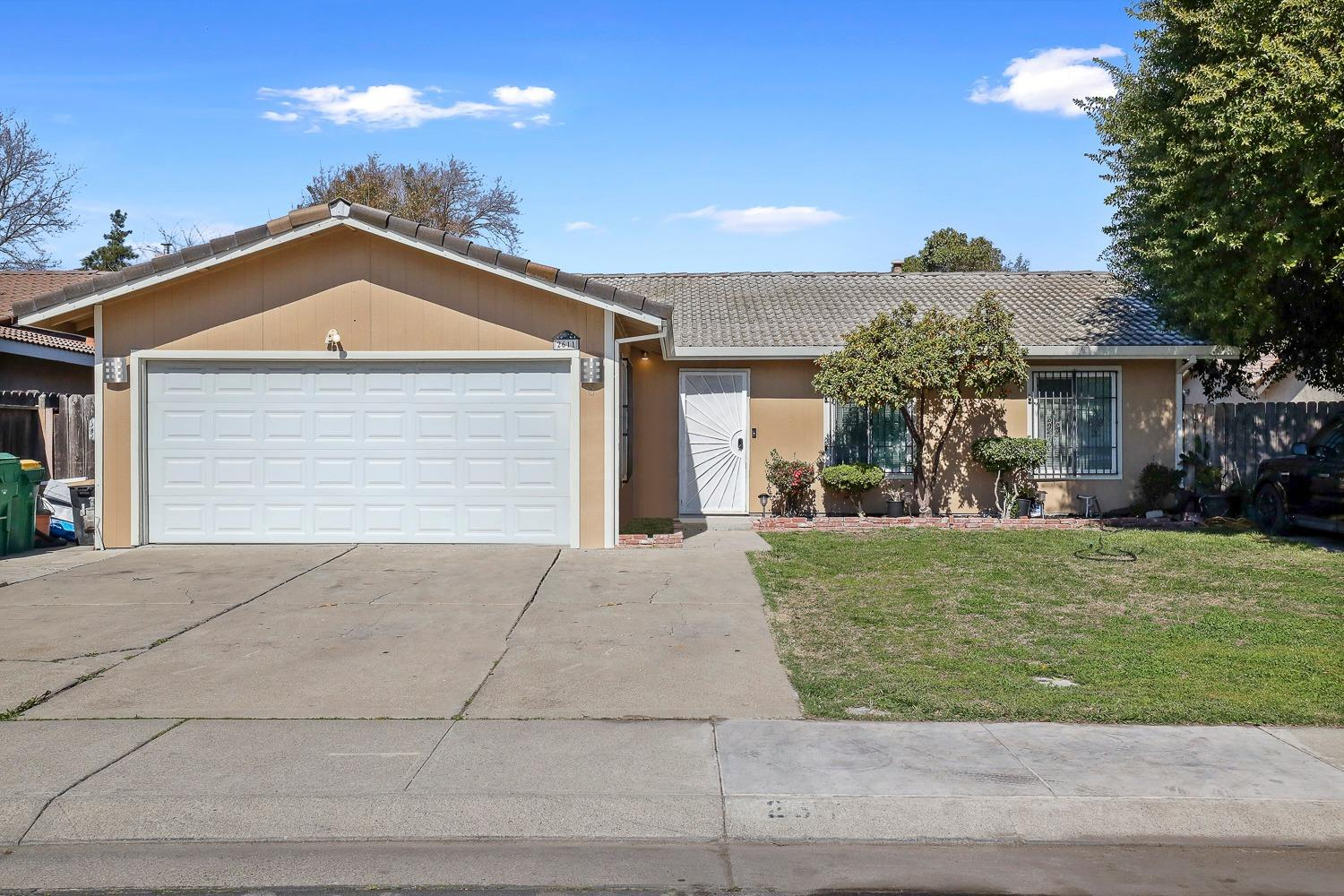 Charming 3 bd/2ba with lots of potential with this almost 1/4 acre lot. Close to shopping centers, school and minutes from hwy 99.