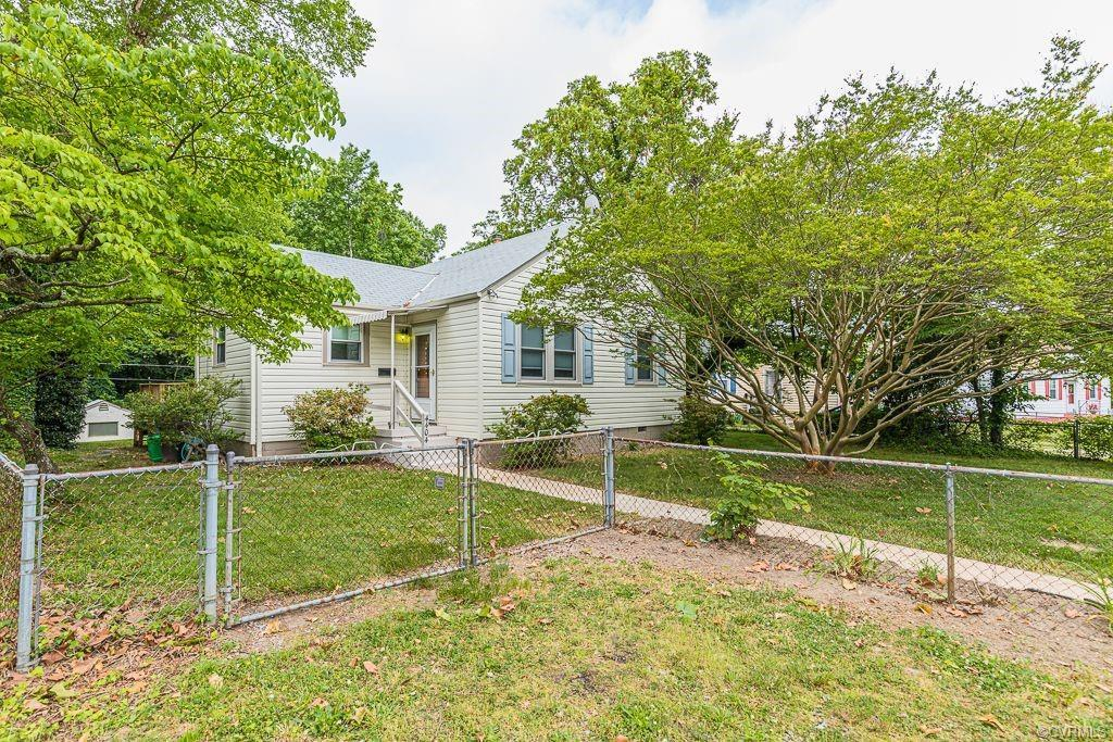 Welcome Home! 4404 Eanes Lane is the perfect 1st Home! It is a lovely 3 bedroom 1 bath home located