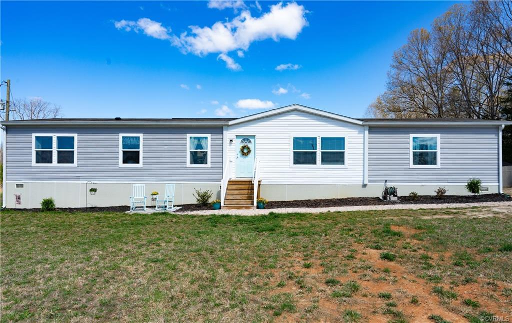 Great opportunity to enjoy country living and still have easy access to 64 Route 60. Like new Clayto