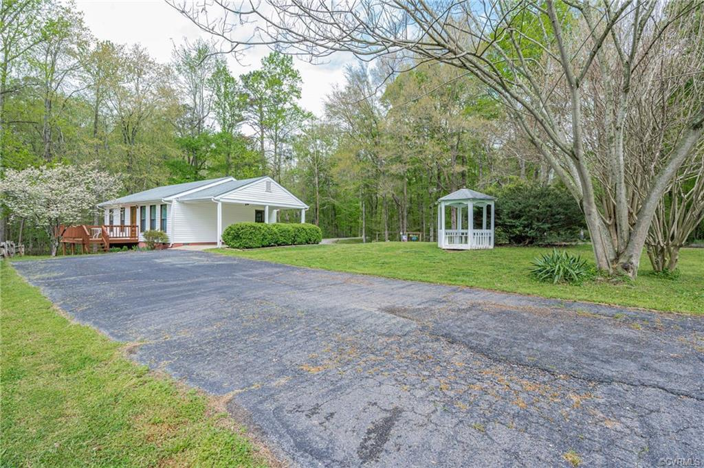 This cute Contemporary Ranch style home is located in Chesterfield County off of Courthouse Road nea
