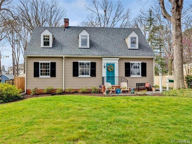 Welcome to this prime location in the heart of Westhampton! Just blocks from shopping, restaurants a