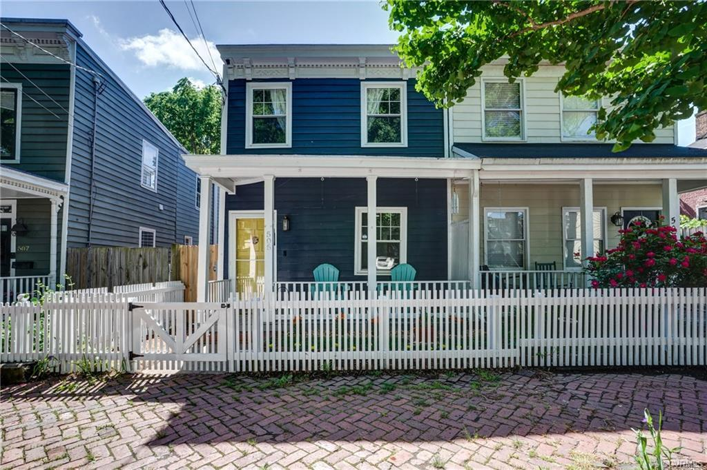 Wonderfully renovated and charming setting, this Churchill home is located on a picturesque block! R