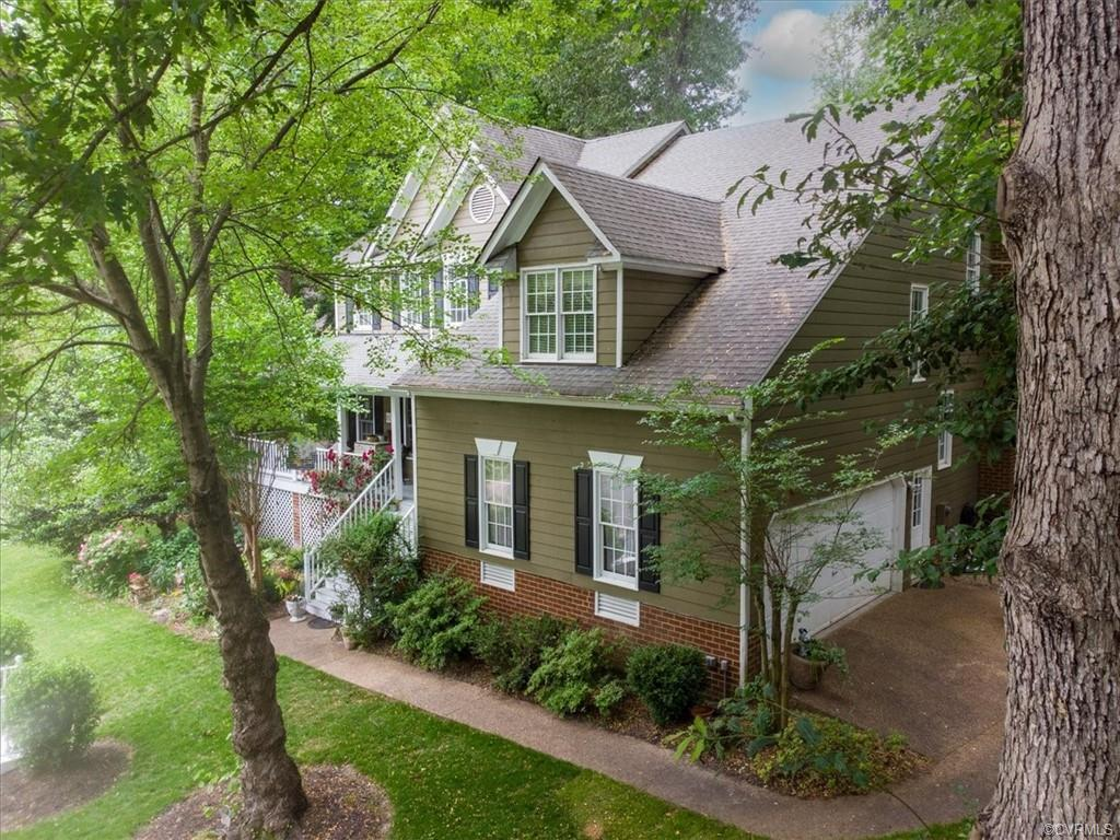 Welcome to 8199 Silkwood Dr, located in the sought after neighborhood of Summer Walk! This home boas