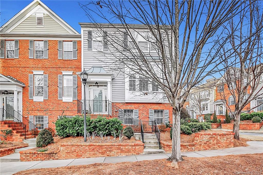 Gorgeous 3 story townhome in Ballantyne, close to shopping, restaurants, grocery stores,  Downtown C