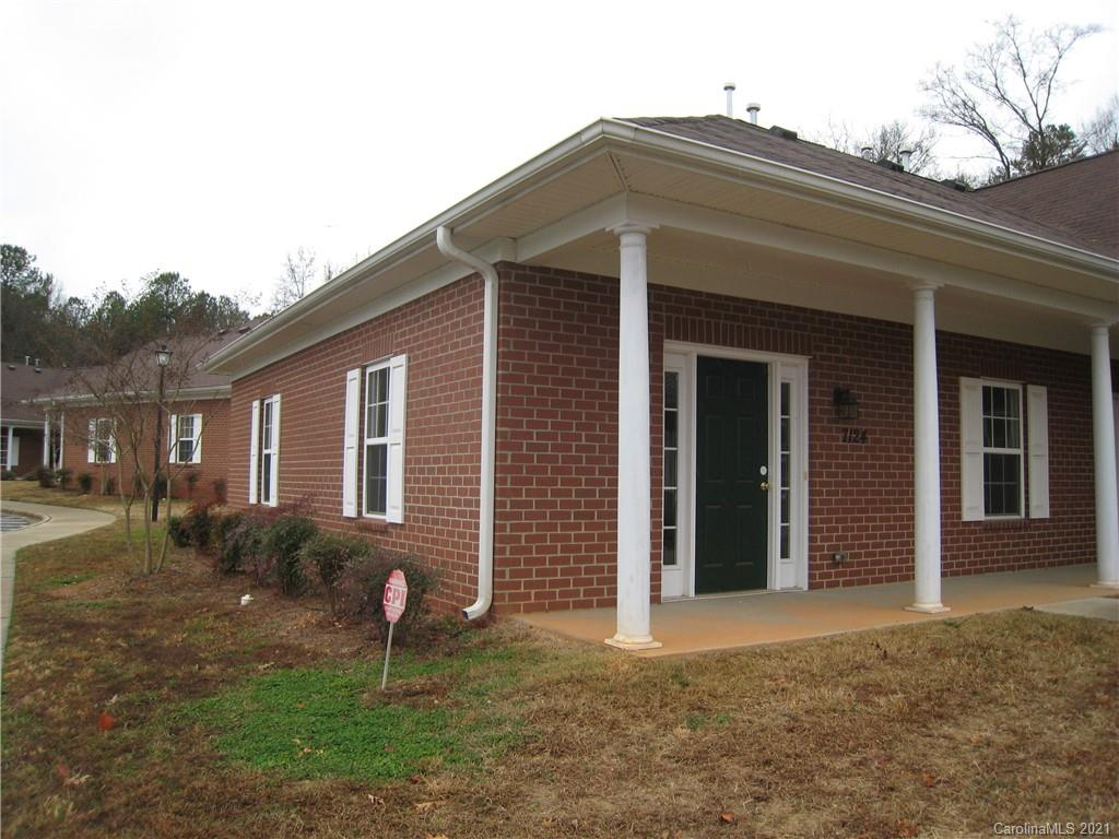 Beautiful  one floor brick townhouse build in year 2008. 2 bedrooms , 1 full bathroom and 1/2  bath ,  large living room and large bright kitchen with breakfast area, and fenced patio. 10 minutes drive to uncc , shopping area and restaurants. water and HOA included washer, dryer. tenants are responsible for electricity and gas application fee :65/adult pay to owner. document need : driver license copy. two month paycheck record no eviction history requested.no pets please