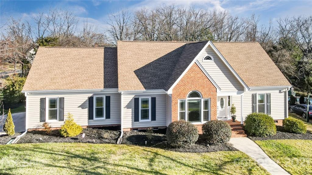 Wow! Absolutely gorgeous 5BR home in the heart of Ballantyne! Located on over 1/2 acre, this home fe