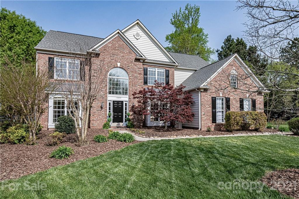 Amazing home in one of the best locations in South Charlotte- Wynridge Estates. Amazing cul de sac l