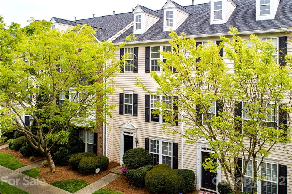LOCATION LOCATION! Wonderful 3 story townhome in Stillwater community in the heart of Ballantyne! 2