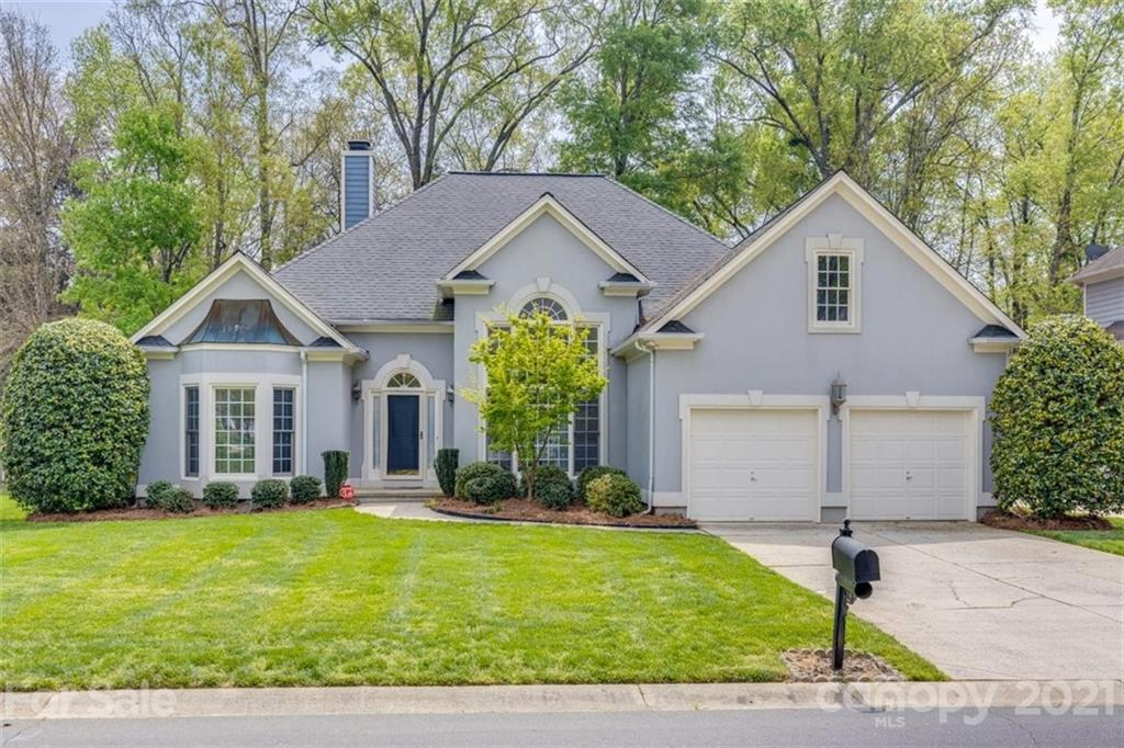 Beautiful Ranch home in desirable Ballantyne area. This split floor plan ranch features a large grea
