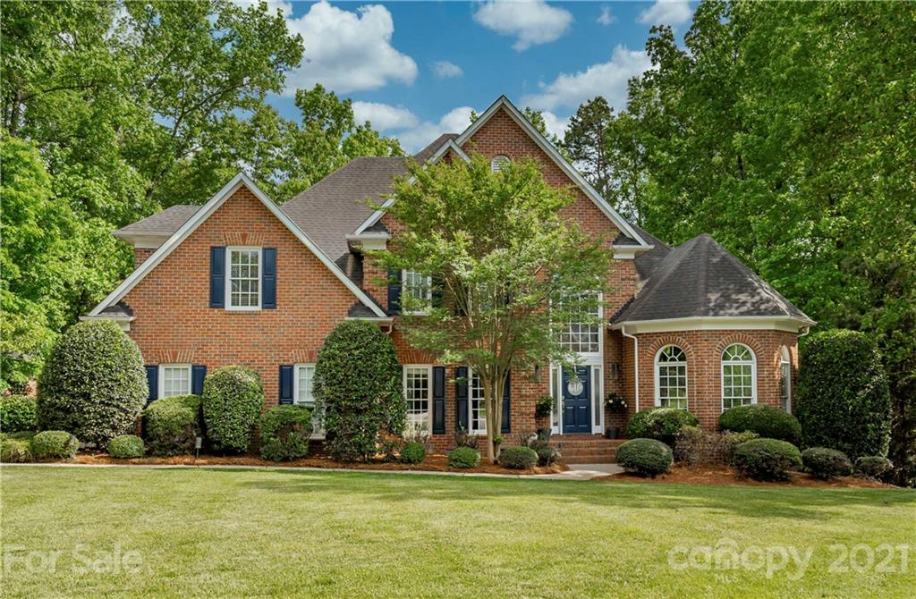 Your Ballantyne Dream Home! This two story transitional has everything you are looking for: Curb app