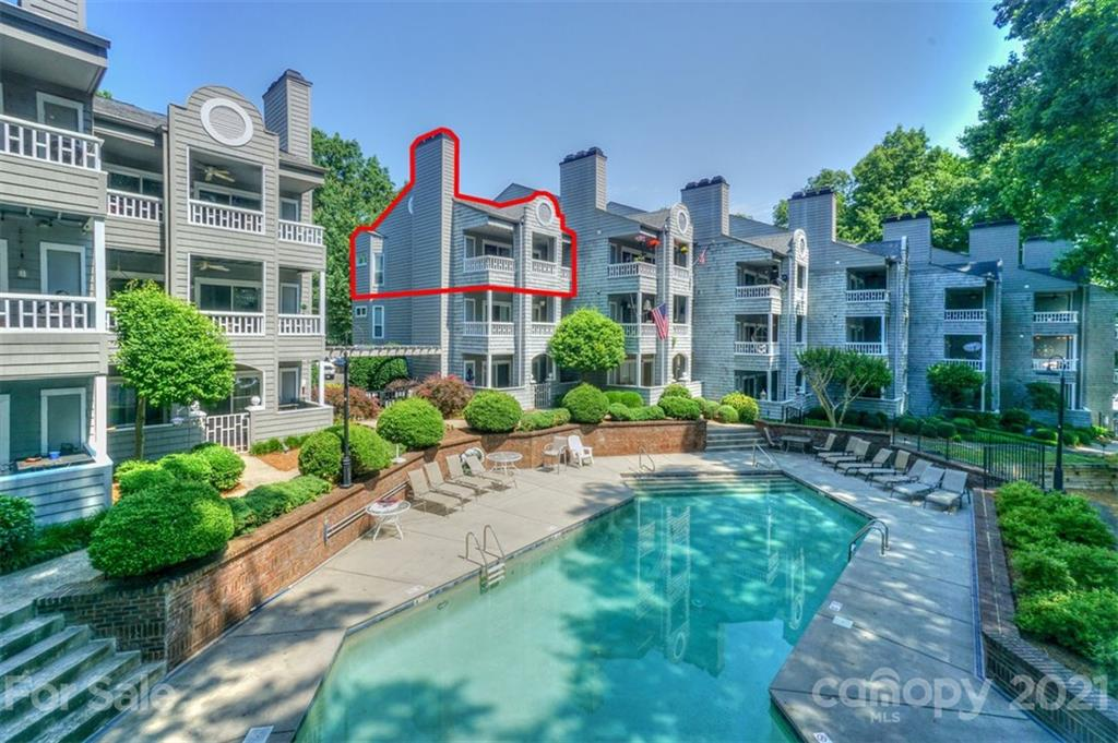 Third floor end unit condo in the Harborwatch complex of Davidson Landing. Great views of the marina, lake, and restaurant. The end unit location provides extra windows in the master bedroom. Large waterfront porch to enjoy the views and activity. Wood floors throughout the condo. Updated bathroom. Amenities include the lake, pool, tennis, fitness/walking trails, and a waterfront restaurant/bar.