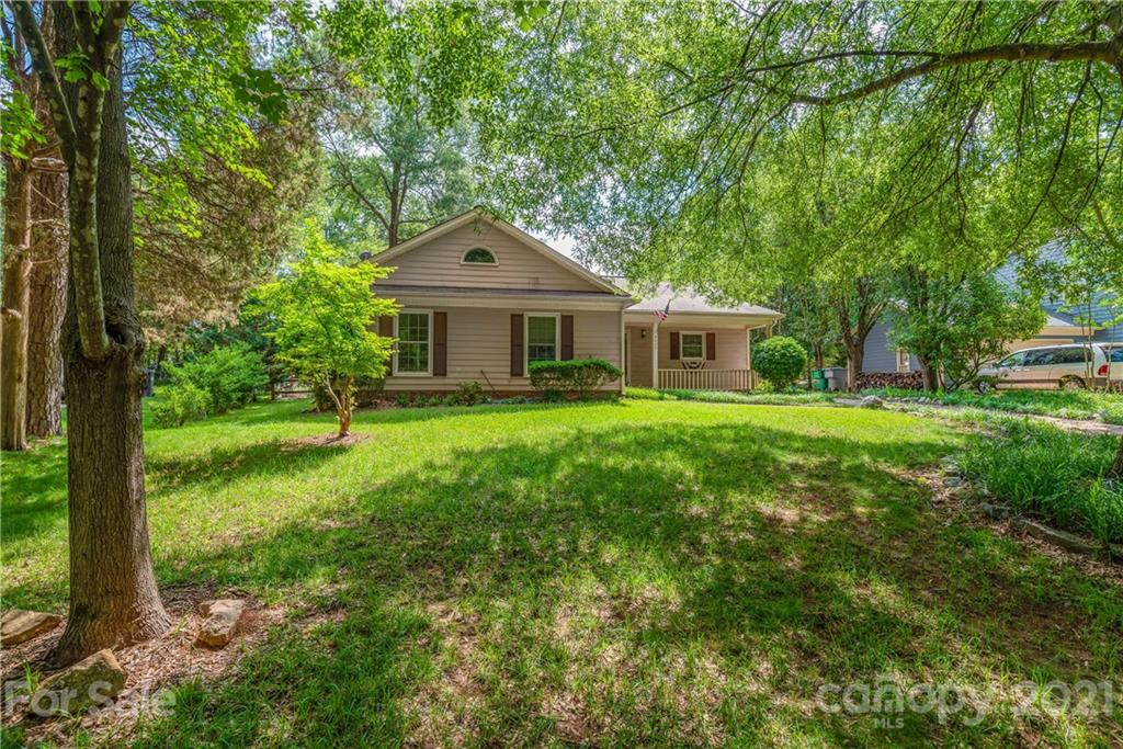 Showings begin Friday the 18th. Ranch home in the beautiful Raeburn subdivision in South Charlotte.