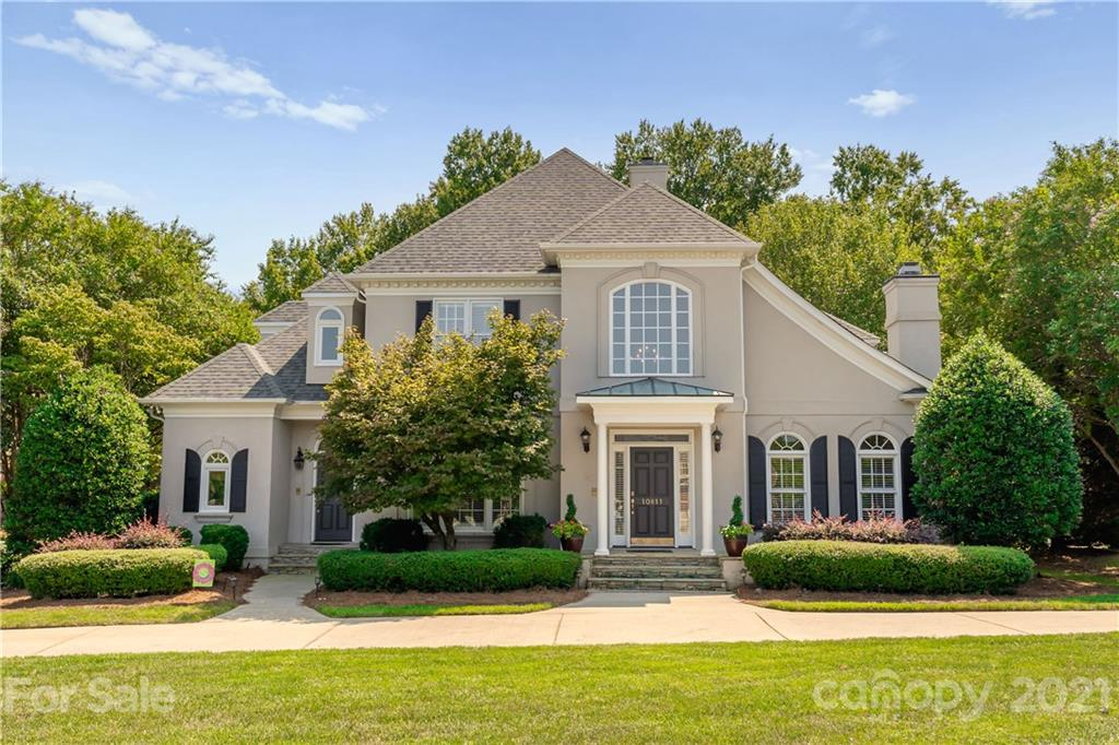 Gorgeous Providence Country Club home with fantastic floor plan! Beautifully updated kitchen with Pr