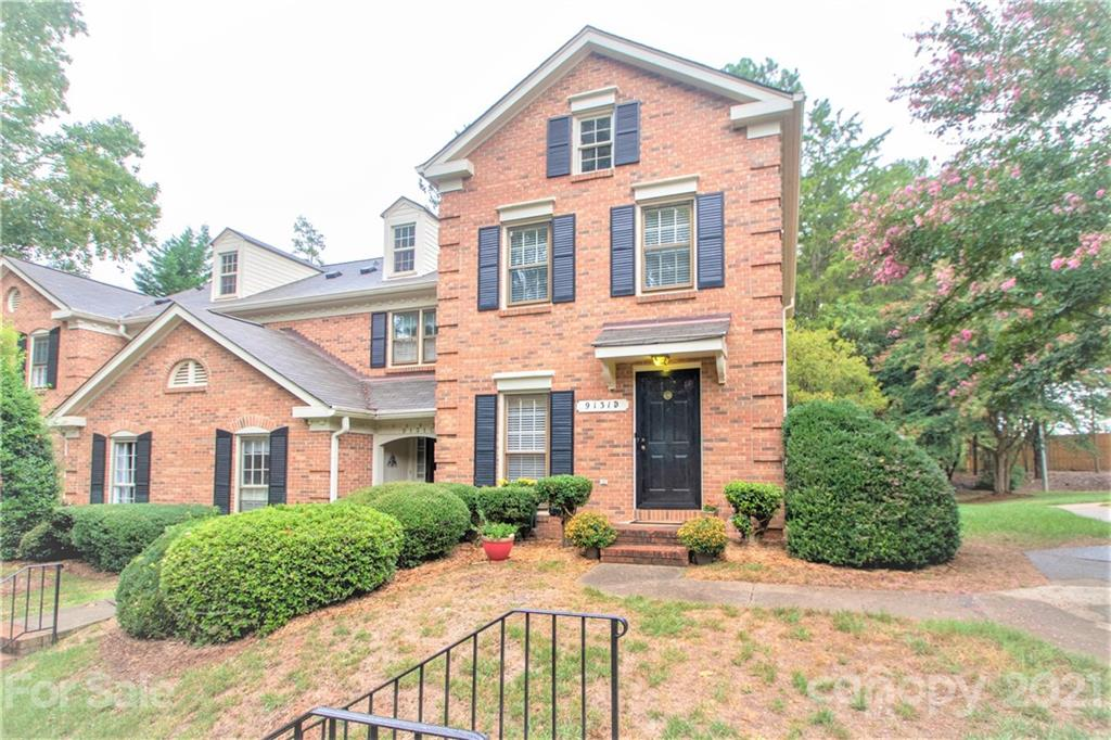 Full brick townhome in popular southeast Charlotte Sardis Forest community. END UNIT- GREAT PRICE- W
