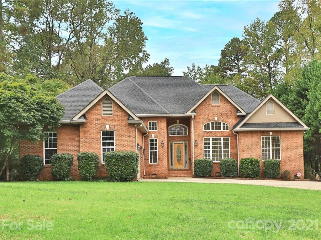 Beautiful full brick ranch with bright open floor plan located in lovely Lake Providence Estates. Ha