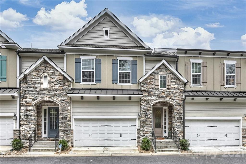 Pristine Townhome in Greenway Village. Open floorplan with abundant natural light is designed for en