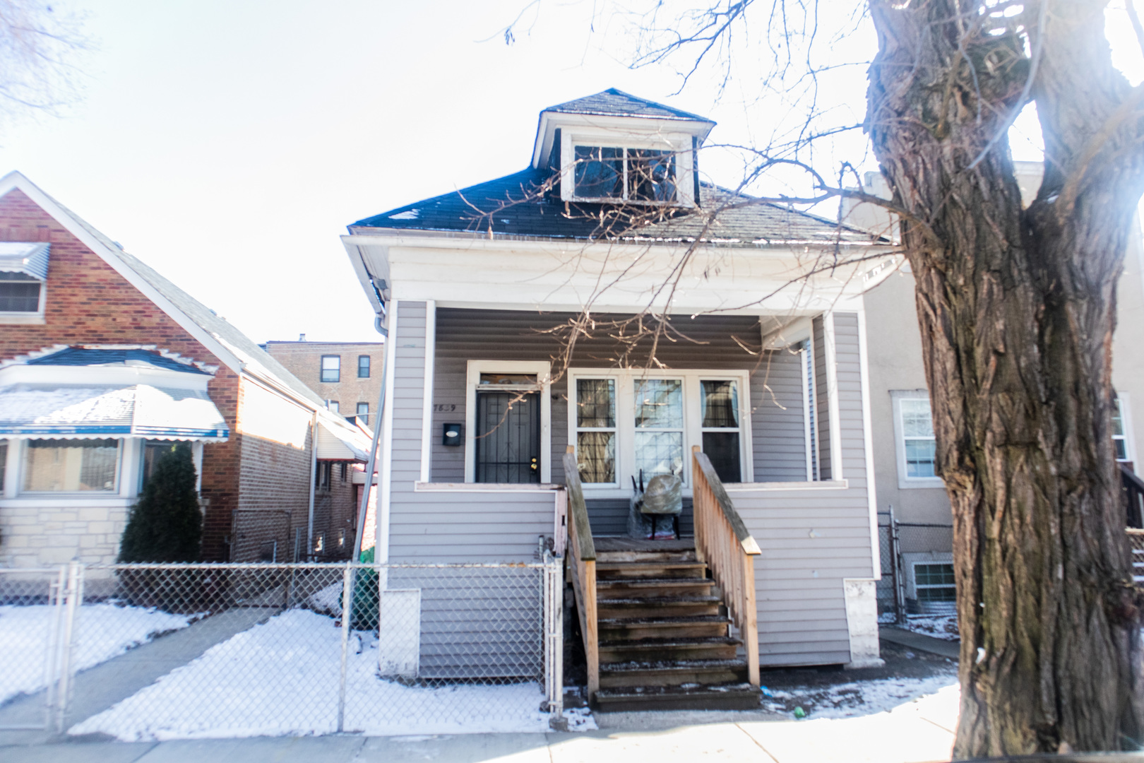 **Charming City Home** Waiting for New Owners! Features Large Yard, Full Basement, and Access to Pub